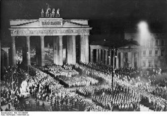 Deutsches Reich, Berlin, Einmarsch der SA durch das Brandenburger Tor am 30.1.33 [Datum falsch]