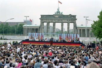 6/12/1987 President Reagan making his Berlin Wall speech at Brandenburg Gate West Berlin